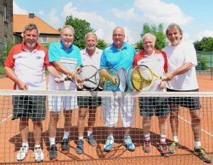 Tennis-Westfalenliga SU Annen Herren 60. Von links: Herbert Formefeld, Udo Böhm, Rolf Heiligenschmidt, Klaus Born, Manfred Wolf, Heiner Fischer. Foto: Biene Hagel / Funke Foto Services